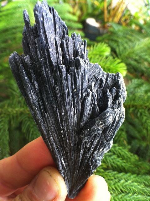 grounding stone black kyanite